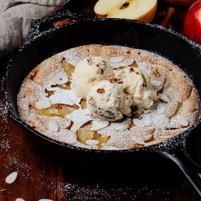 Apple Dutch Baby mit Maple Pecan Icecream