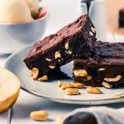 Erdnuss-Brownies mit Birnensorbet