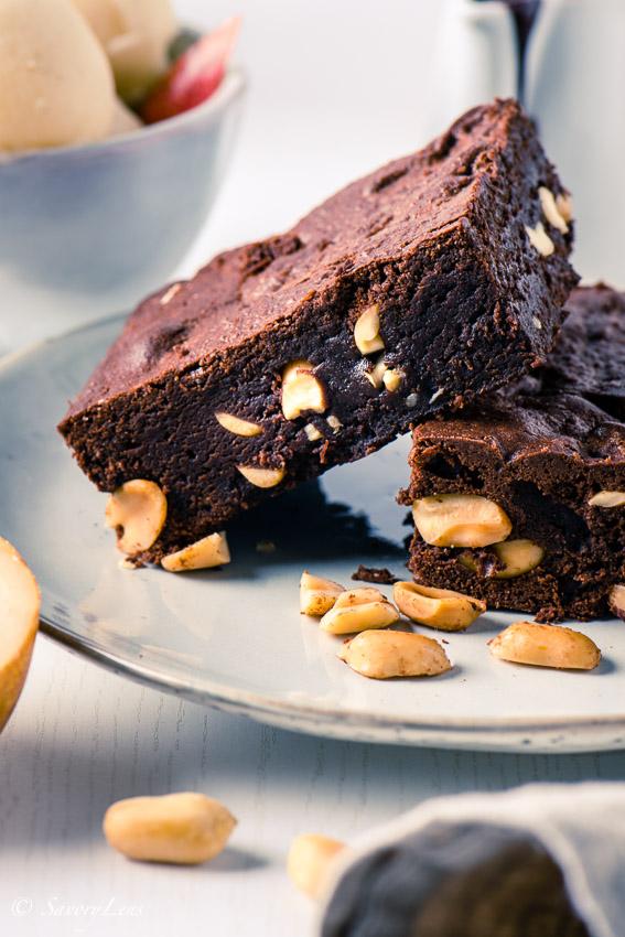 Erdnuss-Brownies mit Birnen-Sorbet