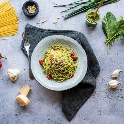 "Spaghetti con salsa verde – oder auch Spaghetti mit Frankfurter ""Grüne-Soße-Pesto"""