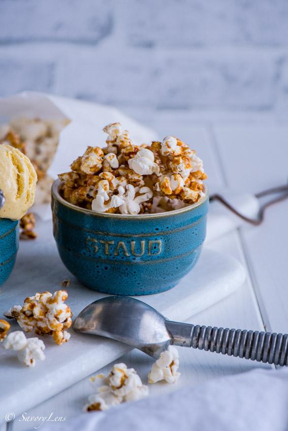 Popcorneis mit Karamell-Popcorn
