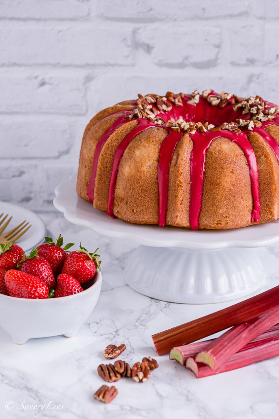 Rhabarber-Erdbeer-Bundt