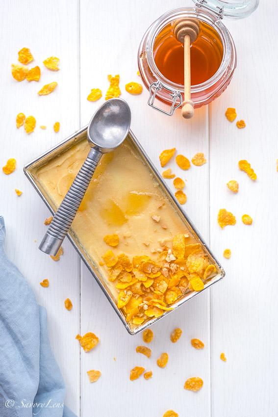 Cornflakes-Eis mit Honig und Erdnüssen