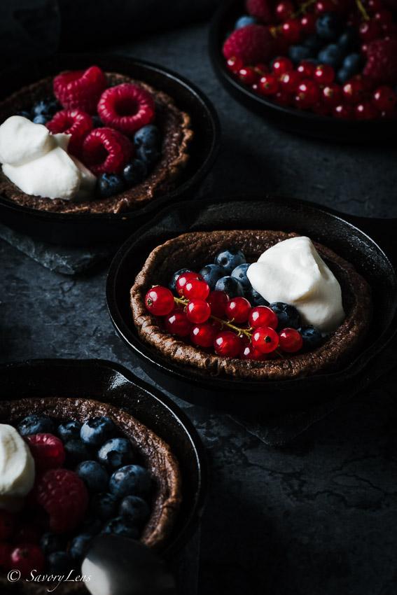 Chocolate Durch Baby mit Sommerbeeren