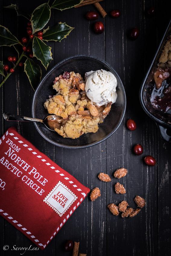 Christmas Crumble mit Gebrannte Mandel-Eis