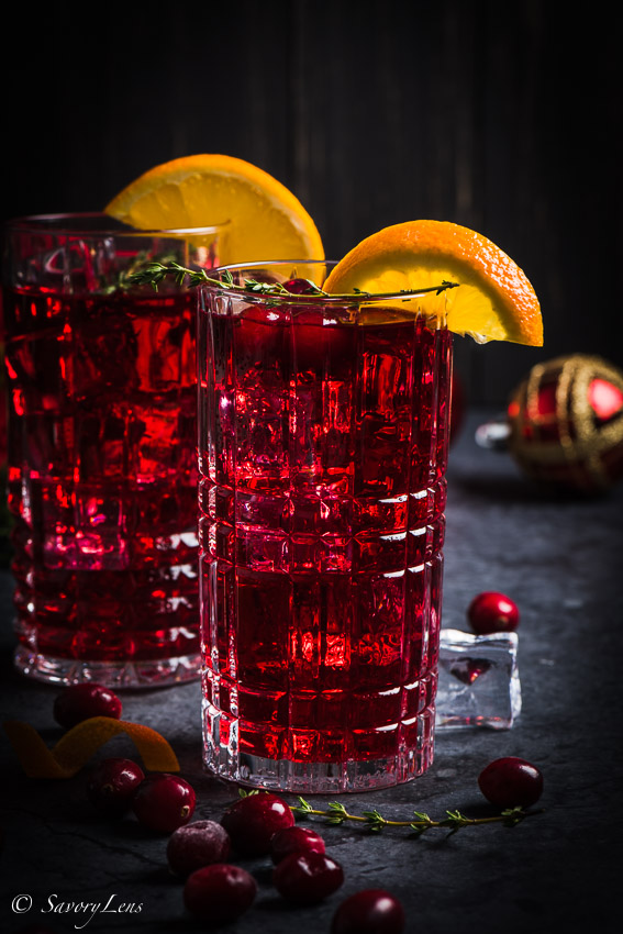 Santa's Delight - Cranberry-Gin Cocktail