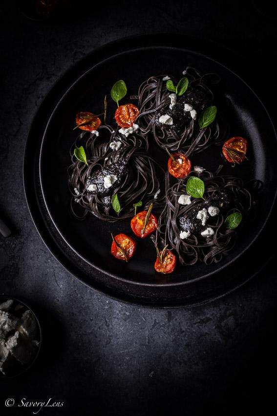 Seelenschmeichelei - Schwarze Pasta mit Mohnpesto