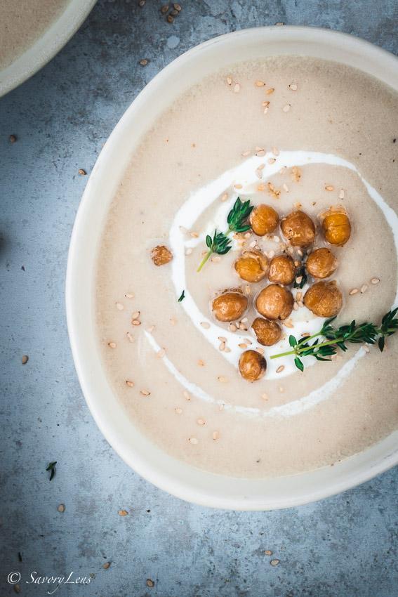 Geröstete Blumenkohlsuppe mit Kichererbsen und Dukkah