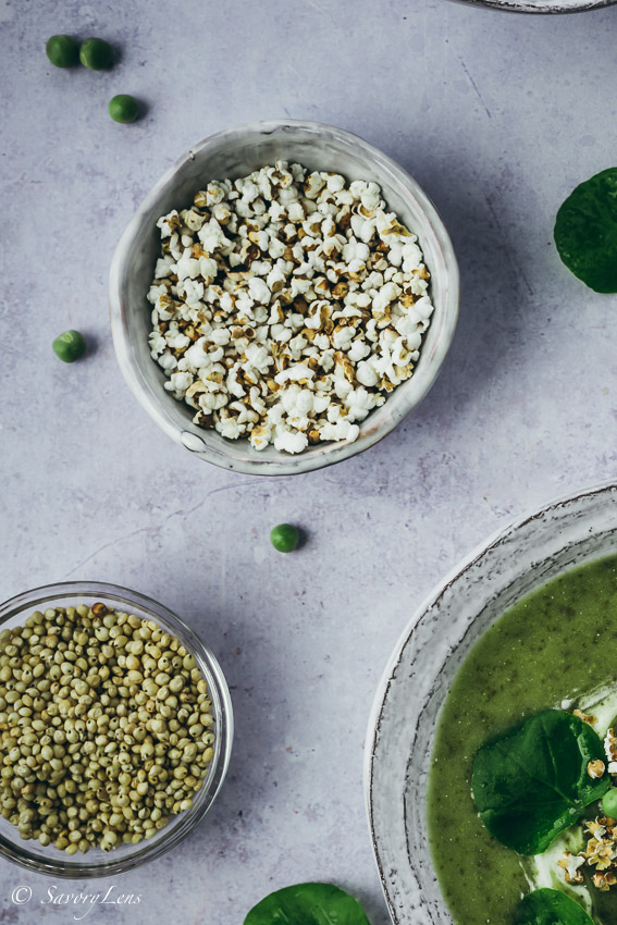 Brunnenkressesuppe mit Sorghum-Popcorn