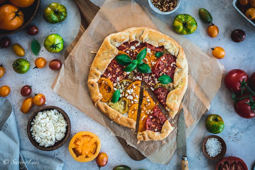 Rustikale Tomaten-Galette mit Ziegenkäse – SavoryLens