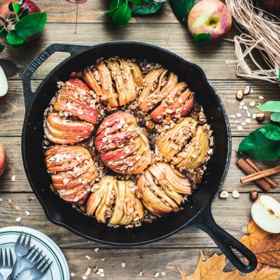 Gebackene Hasselback-Äpfel mit Müslicrunch