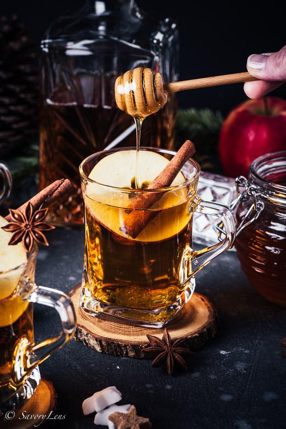 Apple Cider Hot Toddy mit Honig