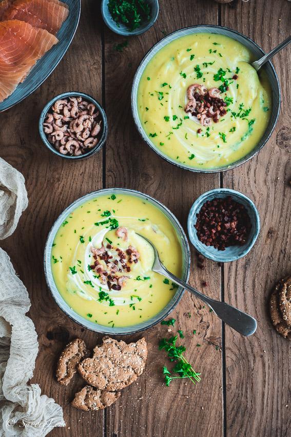Schwedische Kartoffelsuppe mit Lachs, Krabben und Speck