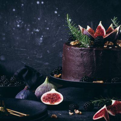 Schokoladen-Feigen-Torte mit Walnüssen