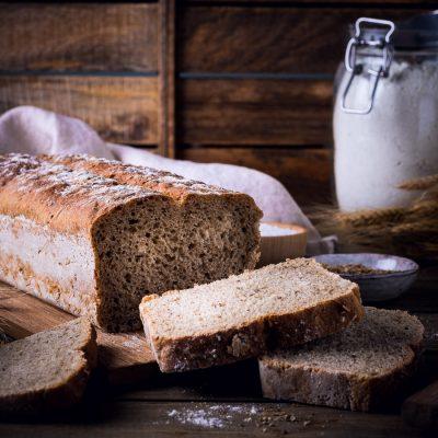 Mann backt - Brot