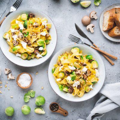 Pappardelle mit Rosenkohl, Pilzen und Burrata