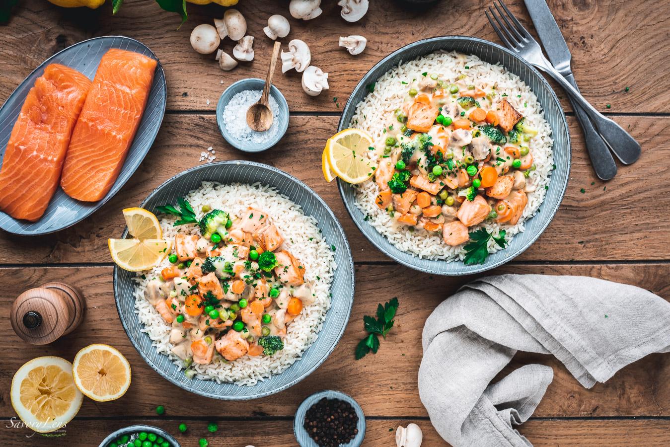 Lachsfrikassee mit Reis und Gemüse - schneller Lunch im Homeoffice – SavoryLens
