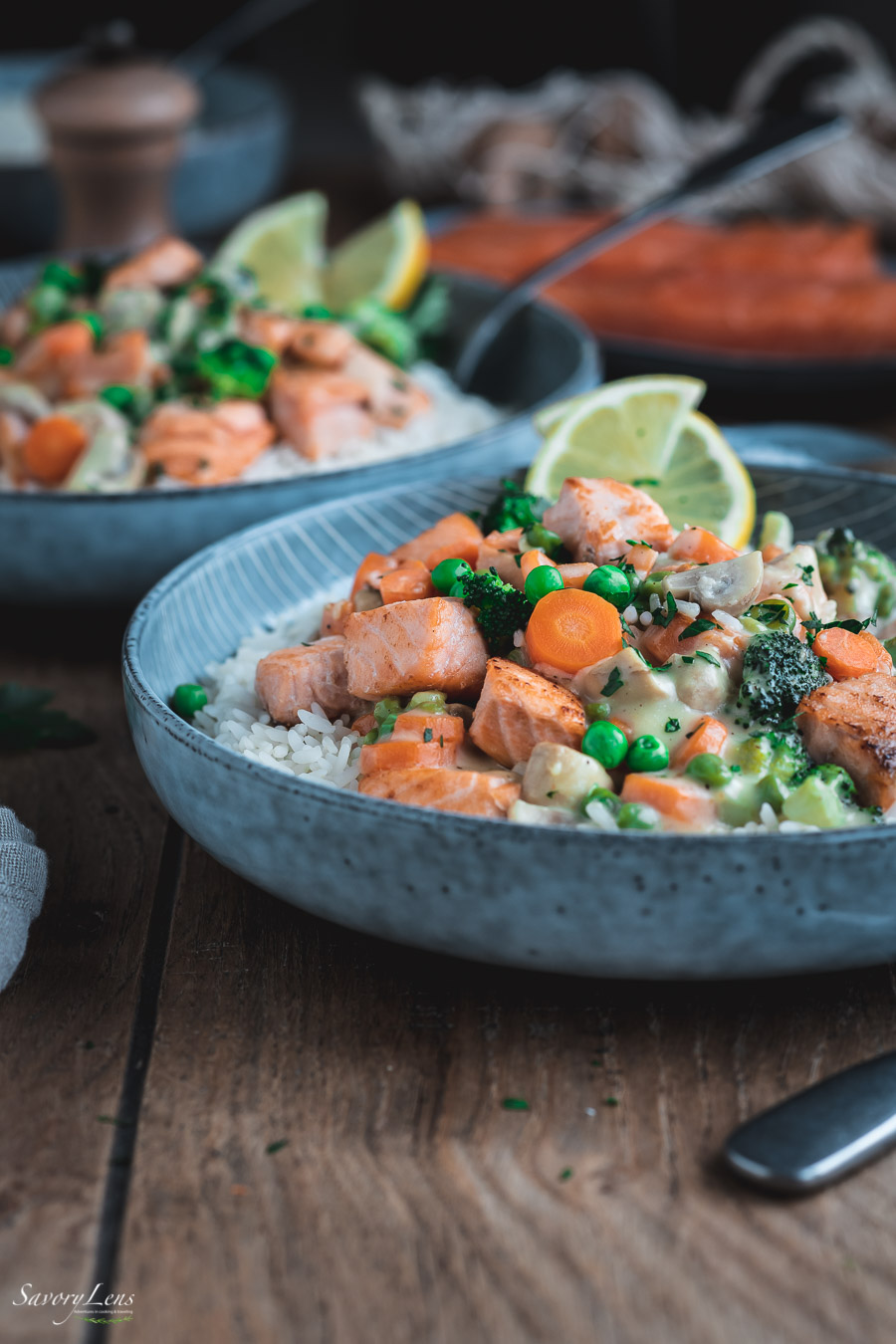 Lachsfrikassee mit Reis und Gemüse
