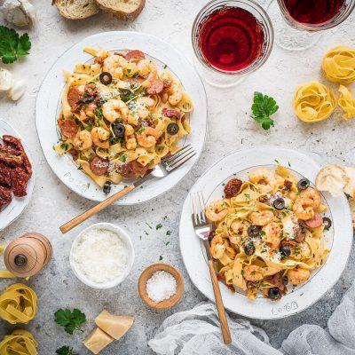 Fettuccine mit Garnelen, Chorizo und getrockneten Tomaten