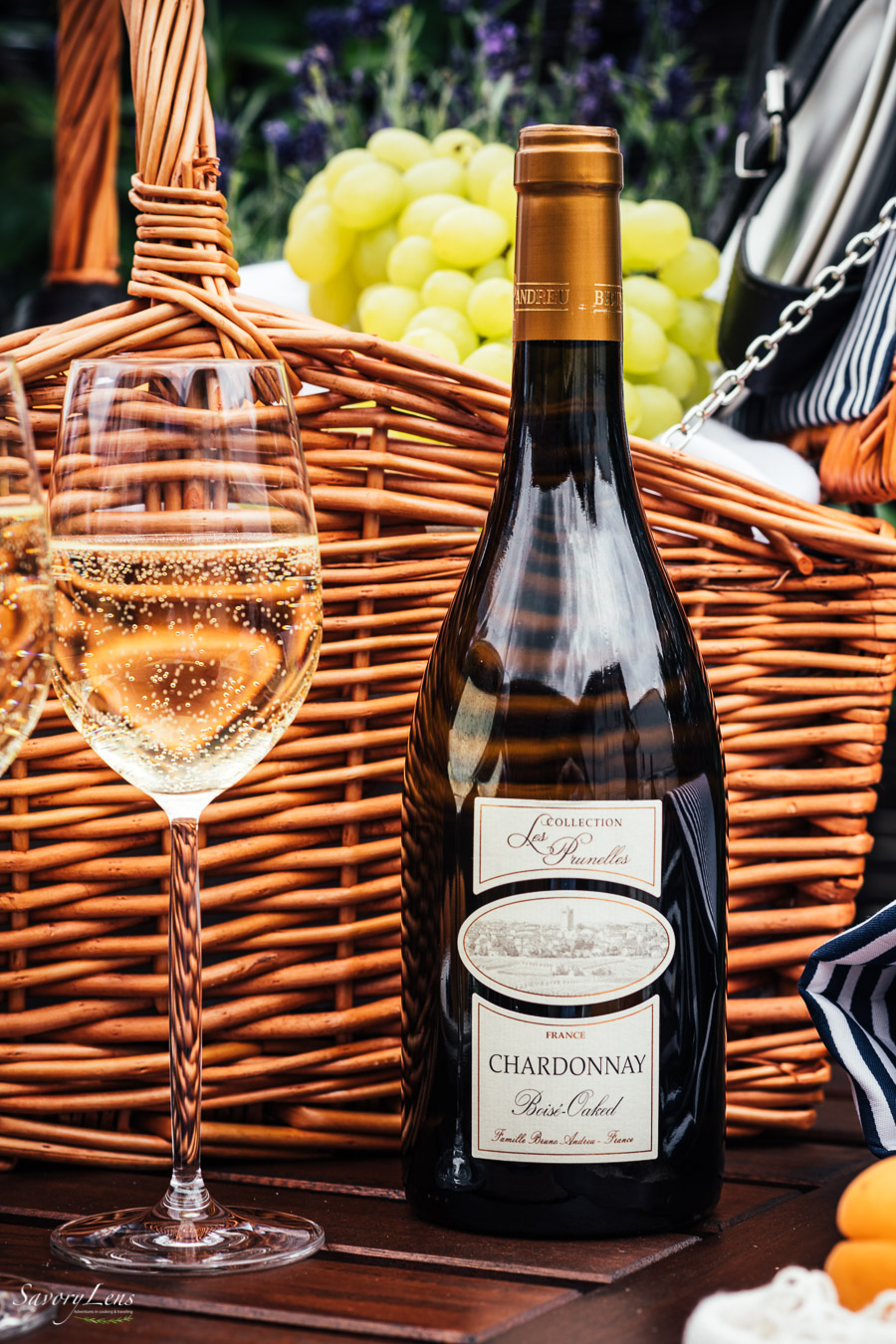 Französische Aprikosentarte zu Chardonnay aus dem Pays d'Oc